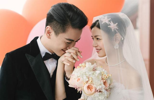 明星婚纱照_明星结婚照戚薇不走寻常路,包贝尔说是结婚照不如说是